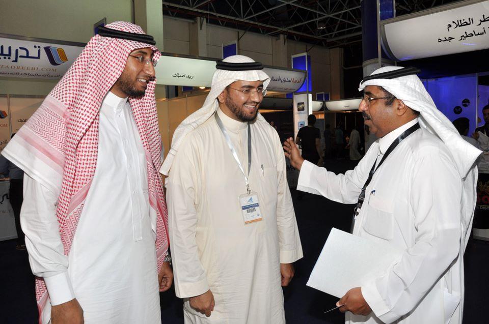 وزير الإعلام يزور جناح المسار بمعرض شباب الأعمال بجدة